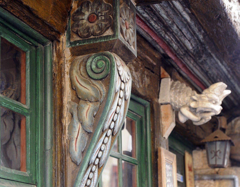Sculptures sur une façade rue du Chapitre