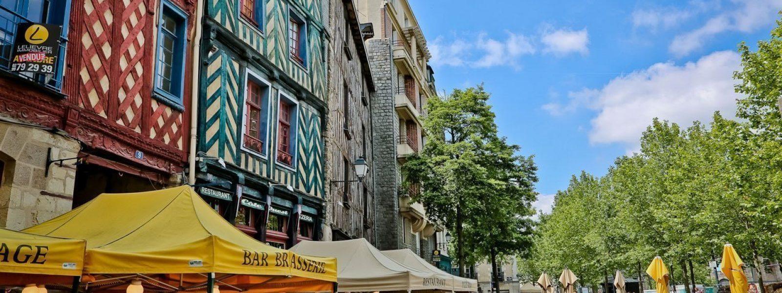 Terrasses de la place Sainte-Anne à Rennes